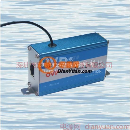 OVP RJ45系列POE电涌保护器依据IEC及ITU-T相关防雷标准设计,采用多级保护电路,选用进口高速保护器件,低电容设计,响应速度快,输出残压低,传输性能优越。接口采用标准RJ45屏蔽水晶头,适用于采用网线供电的网络设备,在传输数据的同时也传送直流电源,如无线AP、SWTICH、HUB、ROUTER的过电压防护,抑制线路上的高压脉冲,保护后端设备免受雷电、工业浪涌的损害。 本产品选用金属外壳、密封性好,具有防尘防腐蚀功能,采用串联方式连接,安装于被保护设备和外线之间。